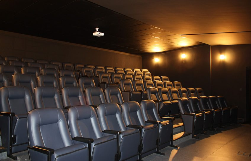 Perfeito para Treinamentos, Workshops, etc. Cinema com dimensão de 13,00 x 11,00m.