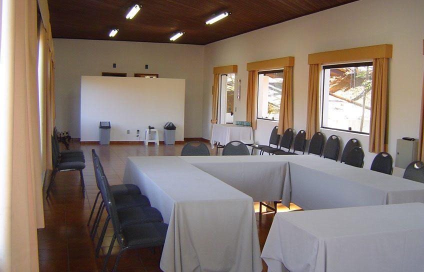Perfeito para Workshops, Treinamentos, etc. Salão com dimensões de 4,80 x 14,85m com pé direito de 3,15m.