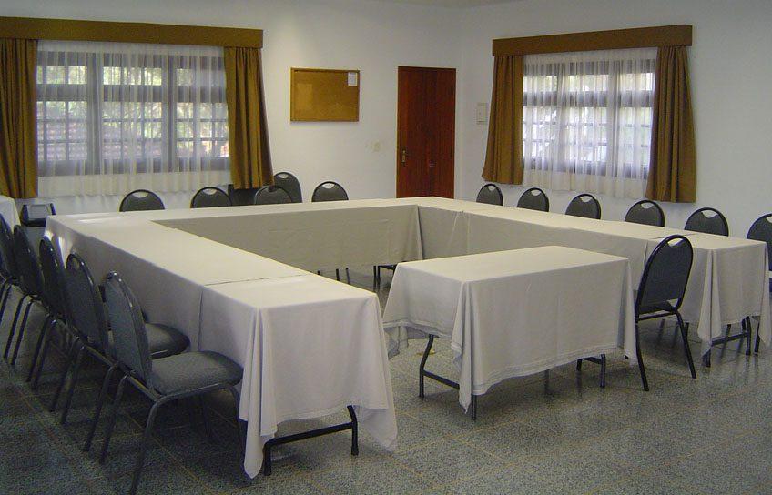 Perfeito para Workshops, Treinamentos, etc. Salão com dimensões de 7,60 x 8,60m com pé direito de 2,90m.